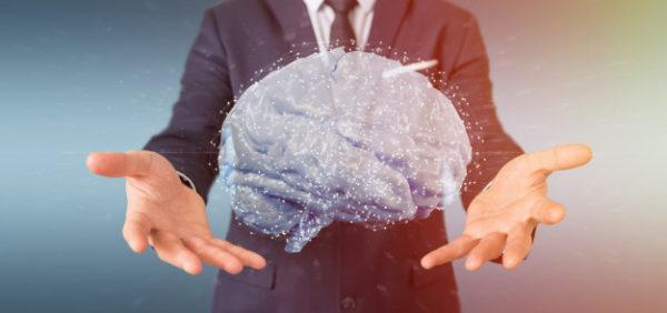 empresario-sosteniendo-cerebro-artificial_110893-1250